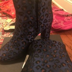Banana Republic navy booties size 9